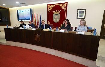 Jornada 'Albacete, ciudad europea. Diálogo ciudadano', celebrada en el Salón de Plenos del Ayuntamiento de Albacete. Foto: Manuel Lozano Garcia / La Cerca