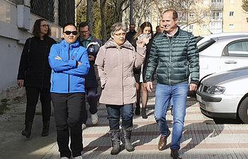 Alberto Rojo visita barrio de Los Manantiales.