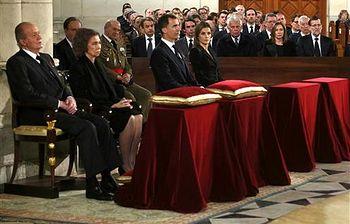 Mariano Rajoy junto a los asistentes al funeral (Foto: Pool Moncloa)