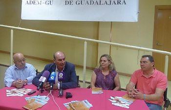 Latre anuncia que la Paella Solidaria de Ferias de este año será a beneficio de la Asociación de Esclerosis Múltiple.