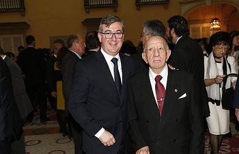Marcial Marín con Victorino Martín Medallas de Oro al Mérito en las Bellas Artes. Foto: JCCM.
