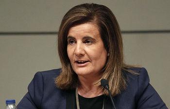 La ministra Fátima Báñez durante la presentación del número 100 de la revista (foto de EFE)