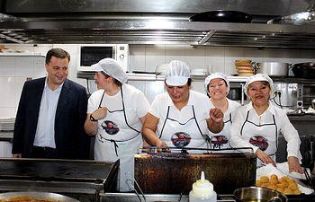 Clausura cursos cocina y camareros de mesa de Cruz Roja Albacete.