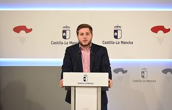 El portavoz del Gobierno regional, Nacho Hernando, informa de los acuerdos del Consejo de Gobierno en el Palacio de Fuensalida. (Fotos: José Ramón Márquez // JCCM)