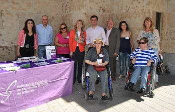 La Alcaldesa participa en la cuestación con motivo de la conmemoración del día de la Esclerosis Múltiple