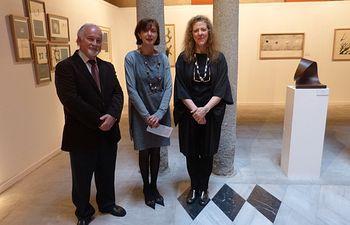 Ana María Gómez con los artistas