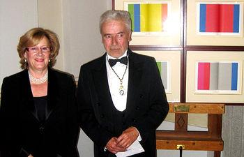 La consejera de Cultura, Turismo y Artesanía, Soledad Herrero, junto al conquense José María Cruz Novillo, recién nombrado académico electo de la Real Academia de Bellas Artes de San Fernando, en Madrid.