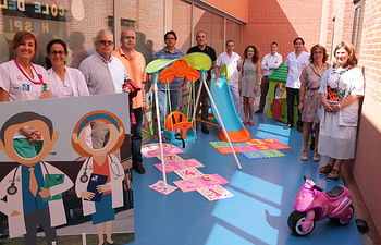 El Jardín de los Superpoderes, nuevo espacio de juegos al aire libre para los niños ingresados en el Hospital de Hellín. Foto: JCCM.