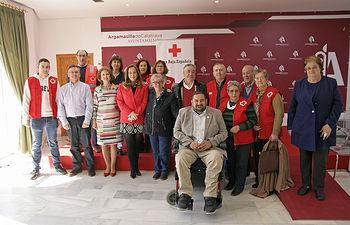 Responsables municipales y de la organización, junto a algunos socios y voluntarios.jpg