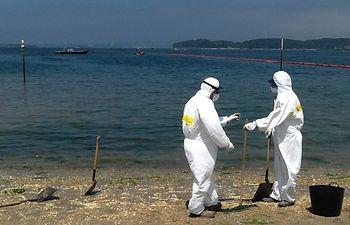 Simulacro de lucha contra la contaminación en la playa de Can Pastilla (Palma de Mallorca). Foto: Ministerio de Agricultura, Alimentación y Medio Ambiente