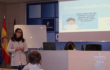 Nuria Cogolludo en el curso de formación de profesionales de los Centros de la Mujer de Toledo.