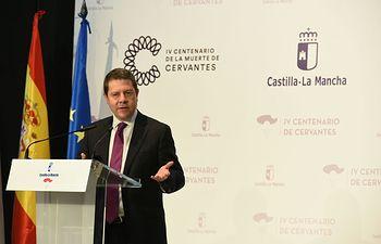 """Artículo del presidente Emiliano García-Page con motivo del Día del Libro este sábado 23 de abril: """"Siempre al menos un libro abierto"""". Foto: JCCM."""