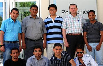 Los alumnos saudíes y sus profesores, junto con el director de la Escuela de Caminos, Gonzalo Ruiz