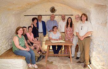 Carmen Olmedo con directores provinciales y alcalde Argamasilla de Alba en la Casa de Medrano