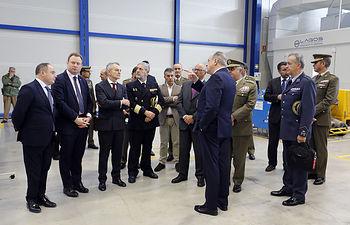 Vicente Casañ, junto a otros miembros del equipo de gobierno, ha asistido al acto de entrega del último helicóptero Tigre de los contratado por España. Foto: Luis Vizcaino/foto@lamanchapress.com