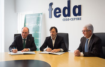 Firma del convenio de colaboración entre Globalcaja y FEDA