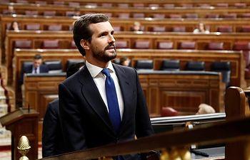 El presidente del Partido Popular, Pablo Casado, asiste al pleno del Congreso donde Pedro Sánchez explica las medidas para paliar las consecuencias de la pandemia provocada por el coronavirus, en Madrid (España), a 18 de marzo de 2020. Foto: Europa Press 2020