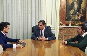 El alcalde de Cuenca, Ángel Mariscal ha mantenido una reunión con Javier Redondo, vicepresidente de la Asociación de Jóvenes Empresarios (AJE) Castilla-la Mancha
