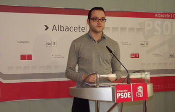 """El PSOE lamenta que el PP """"deje sin atención sanitaria"""" a los albaceteños que pasen más de 90 días en el extranjero y que regresen sin trabajo"""