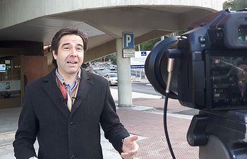 Lorenzo Robisco, en la zona acceso al Hospital de Guadalajara. Foto: PP Guadalajara.
