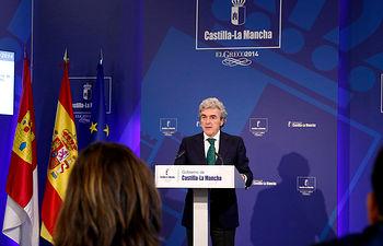 Esteban en la rueda de prensa posterior al Consejo de Gobierno 02-10-14 (2). Foto: JCCM.