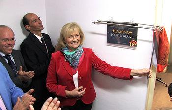 La Alcaldesa de Albacete, Carmen Bayod, inaugurando el camerino del Teatro Circo dedicado a Tony Leblanc