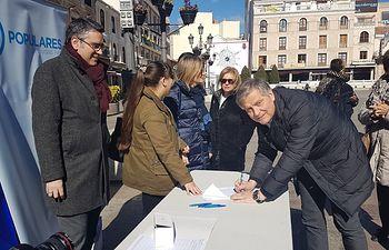 Recogida de firmas a favor de la Prisión Permanente Revisable