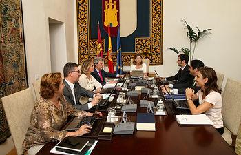 Cospedal preside la reunión del Consejo de Gobierno de carácter extraordinario. Foto: JCCM.