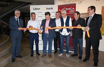 Inauguraración de las exposiciones de pintura de Juan Miguel Rodríguez y de fotografía, Antonio Saiz, organizadas por el Grupo de Comunicación La Cerca.