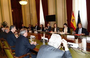 García Tejerina se reúne con el Presidente del Grupo Popular en el Parlamento de Cataluña y los presidentes de las comunidades de regantes del Ebro. Foto: Ministerio de Agricultura, Alimentación y Medio Ambiente