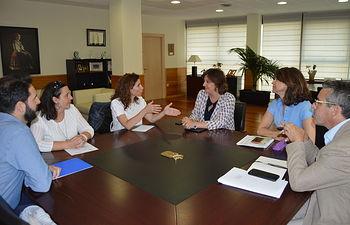 El Gobierno de Castilla-La Mancha y representantes de la Asociación 'Down Toledo'.