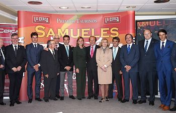 IX Premios Taurinos Samueles. La presidenta de Castilla-La Mancha, María Dolores de Cospedal, con Enrique Ponce, Samuel Flores, Manuel Lozano, Carmen Bayod y los premiados en la Gala.