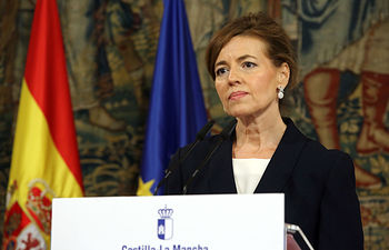 La consejera de Bienestar Social, Aurelia Sánchez, comparece en rueda de prensa,  en el Palacio de Fuensalida, para informar sobre la Oficina Regional de Atención al Refugiado. (Foto: Álvaro Ruiz // JCCM)