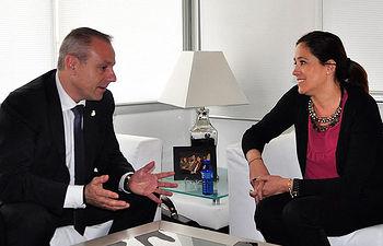 La alcaldesa y el presidente de la Federación Española de Balonmano fijan para el 15 de junio el partido de las estrellas del balonmano en el Quijote Arena