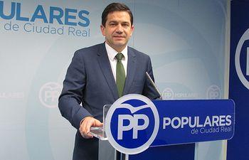 El senador Miguel Ángel Valverde.