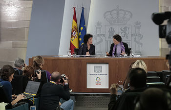 Isabel Celaá y Magdalena Valerio, ministras de Educación y Formación Profesional y portavoz del Gobierno y de Trabajo, Migraciones y Seguridad Social, respectivamente, durante la rueda de prensa posterior al Consejo de Ministros.
