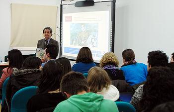 El profesor Miguel Cortés presentó el seminario