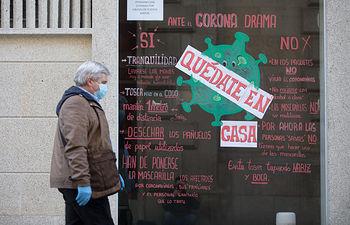Coronavirus- Un hombre con mascarilla y guantes. Foto: Europa Press 2020