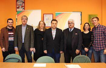 Manuel Serrano visita la sede de FECAM.