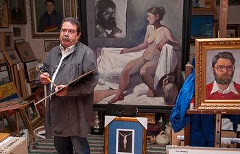 Juan Miguel Rodríguez en su estudio de Villamalea (Albacete).