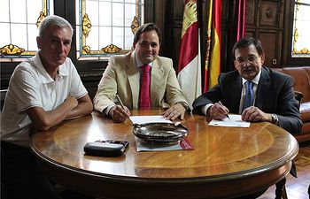 El IEA y el Colegio de Abogados firman un convenio para la organización de actividades formativas sobre asuntos relacionados con la provincia