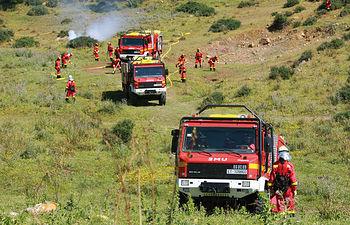 Operativos de la Unidad Militar de Emergencias (UME) durante una extinción de un incendio.