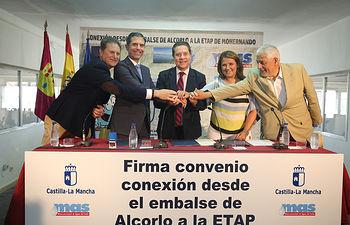 Firma con la Mancomunidad de Aguas del Sorbe en la planta potabilizadora de Mohernando