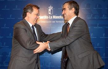 El consejero de Ordenación del Territorio y Vivienda, Julián Sánchez Pingarrón, ha firmado con el presidente de la Confederación Hidrográfica del Guadiana, Eduardo Alvarado, un convenio en materia de depuración que beneficia a la provincia de Toledo.