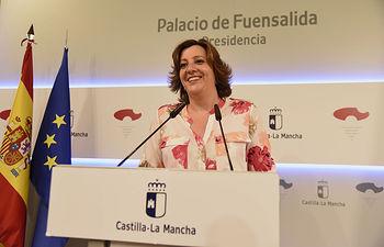La consejera de Economía, Empresas y Empleo, Patricia Franco, informa de los acuerdos del Consejo de Gobierno relacionados con su departamento, en el Palacio de Fuensalida. (Foto: José Ramón Márquez // JCCM)