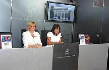 La consejera de Cultura, Soledad Herrero, informó, acompañada por la alcaldesa de Albacete, Carmen Oliver(d), que el futuro Museo Nacional del Circo se emplazará en la antigua sede del Banco de España en Albacete.