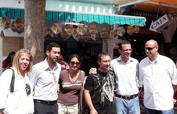 El director del Instituto de la Juventud, Javier Gallego, visitó hoy el stand del Consejo Local de la Juventud en Albacete, en el recinto ferial. En la imagen, Gallego, junto al presidente del Consejo Local de la Juventud de Albacete, Daniel Casamayor (d), el coordinador provincial de Juventud, Manuel Cebrián(2i) y otros miembros del Consejo.