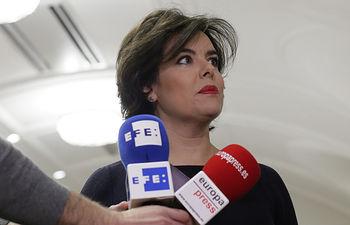 La vicepresidenta del Gobierno, Soraya Sáenz de Santamaría, valora la detención de Puigdemont en Alemania.