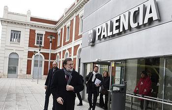 El presidente del Gobierno, Mariano Rajoy, a su llegada a Palencia para asistir a la presentación del Año Europeo del Patrimonio Cultural.