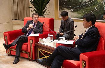 Chengdu (China). 3 de julio de 2018.- El presidente de Castilla-La Mancha ha sido recibido este martes, junto al resto de la delegación castellano-manchega que se ha desplazado esta semana a China, por el alcalde de la capital de la provincia de Sichuan, Luo Qiang.